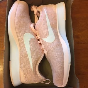 New Nike 7Y dualtone racer sneakers peach